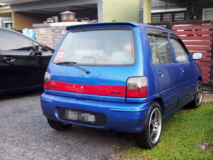 ni lah dia kereta pertama aku mak aku panggil tomey tapi nama sebenarnya dia TOMOT kancil 860cc pak Jalil belikan kereta ni tahun 2001 r