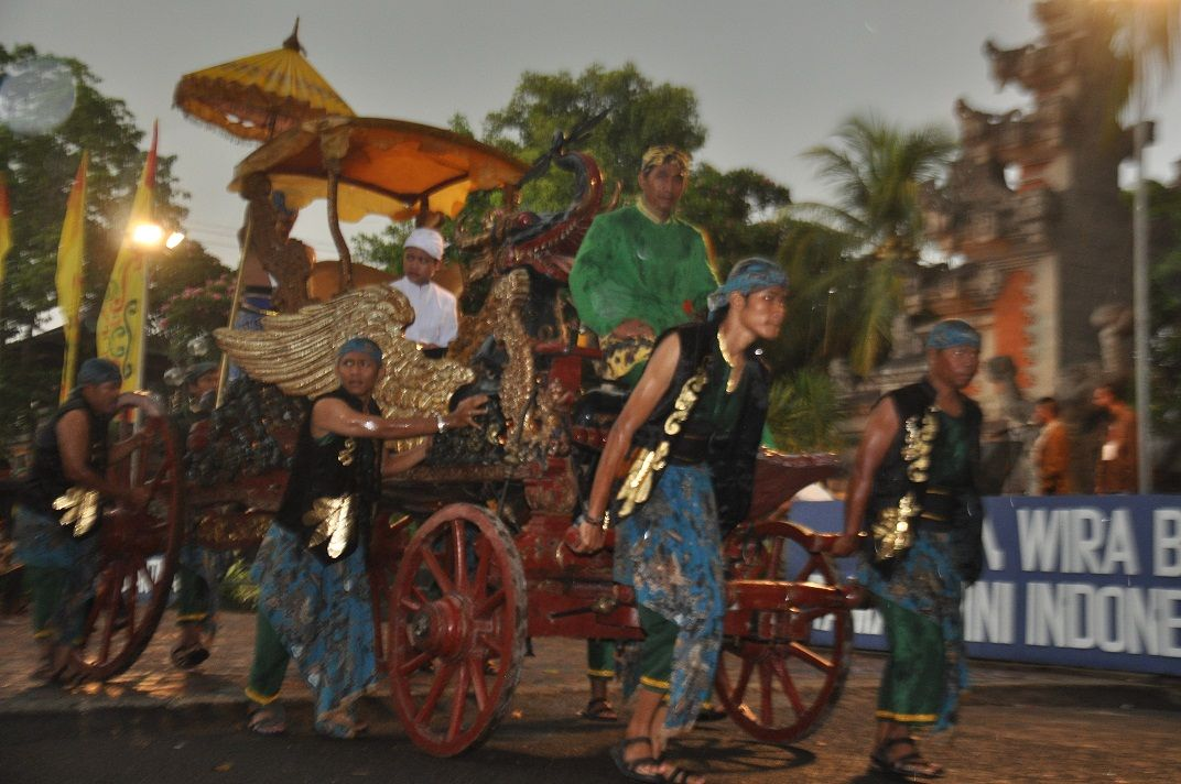 Dekorasi Hiasan Dalaman Terbaik Kereta Kancil Terhebat Travelplusindonesia Dua Kereta Kencana Primadona Kirab Seni Keraton