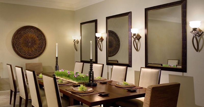 Cermin di ruang makan