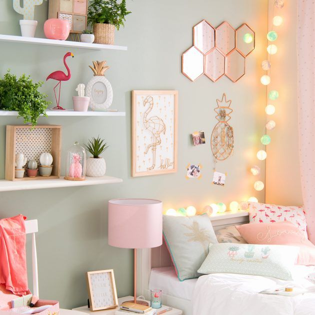 Lampu hiasan seperti lampu meja dan lampu dinding boleh buat suasana nampak mewah dan menarik Nak lagi cantik dan extra pasanglah fairylights dalam bilik