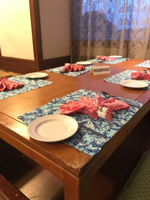 Lihat sahaja kepada susun atur meja serta hiasannya yang mempertengahkan konsep hiasan dalaman baba dan nyonya Ini terutama warna warna dan corak
