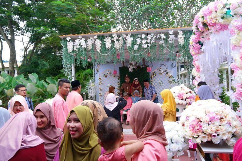 Lebih lagi kalau melibatkan jemputan yang ramai dan susun atur acara yang bermacam bagai Sebab itulah sampai ada bakal pengantin menyiapkan majlis kahwin