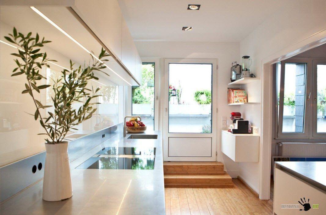 Susun atur dalam satu baris boleh berguna untuk dapur yang luas di mana kumpulan makan yang lengkap dirancang simpanan lokasi permukaan kerja dan