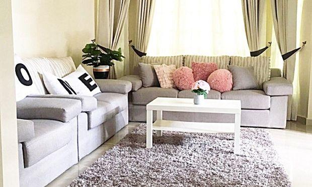 Warna putih dan tona yang cerah digunakan bagi memberi ilusi luas dalam yang sempit susun
